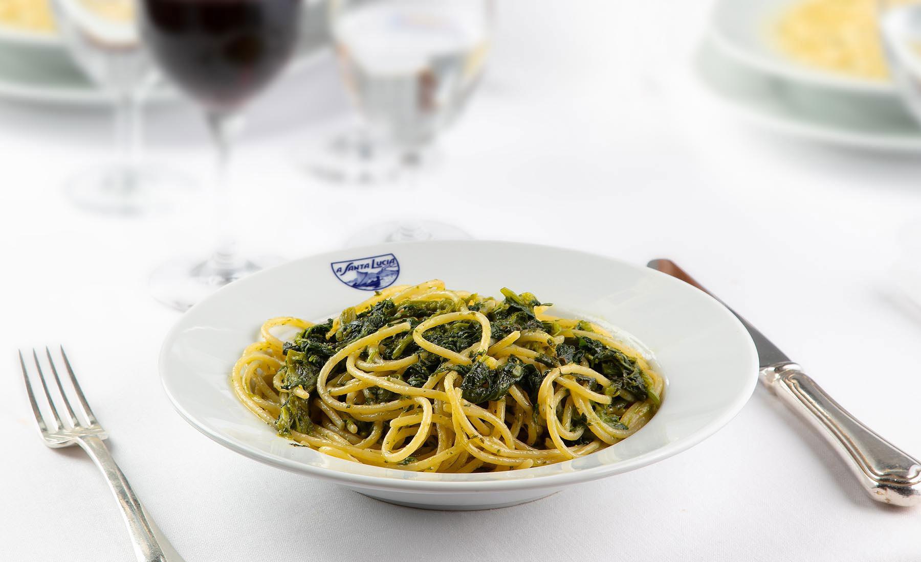 Spaghetti con cime di rape e acciuga