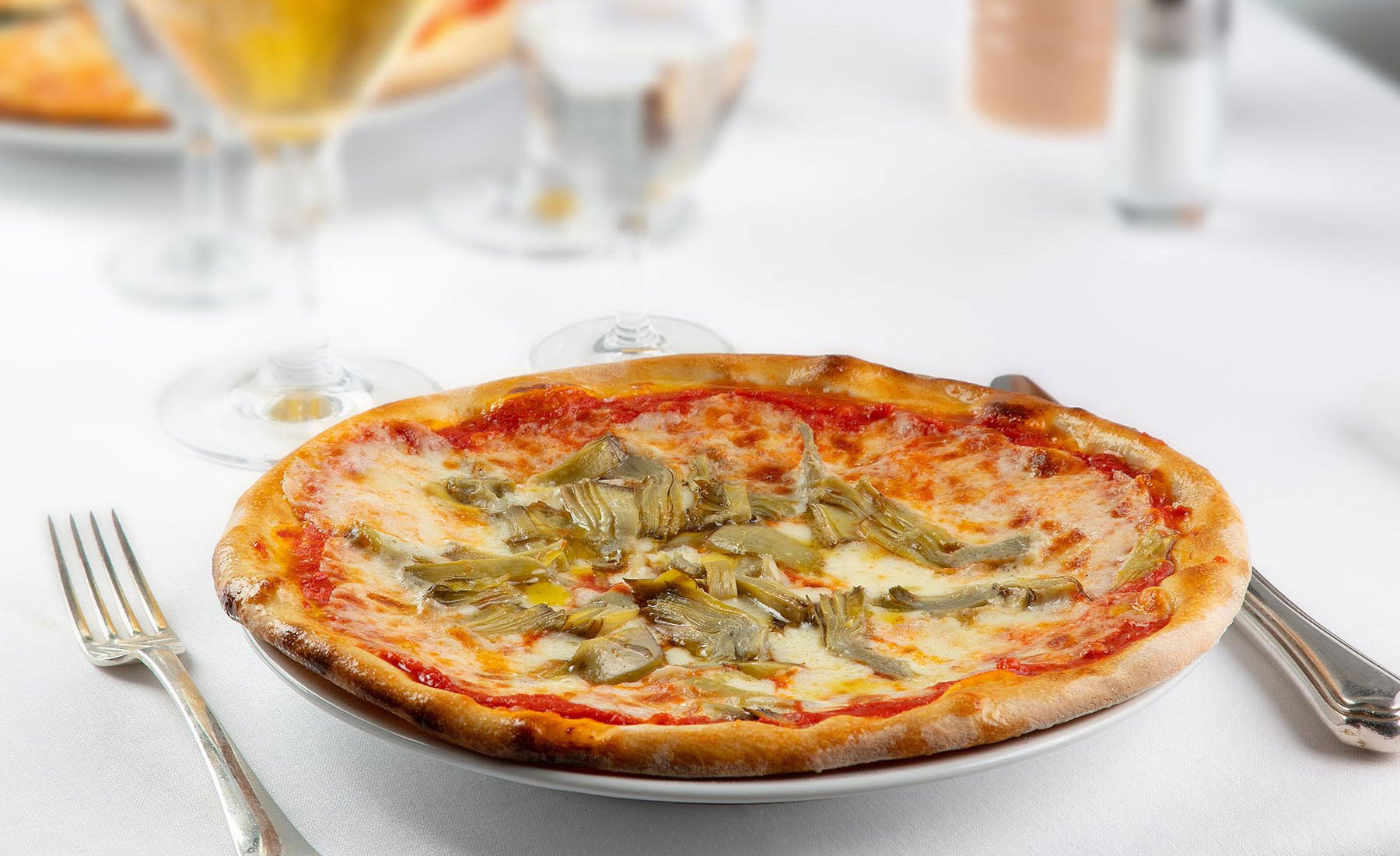 """Margherita"" with fresh artichokes"